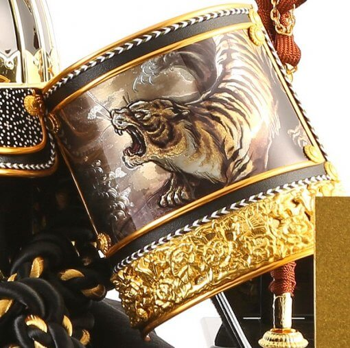 Samurai helmet for sale, Kenshin Uesugi model, zooming up to Fukikaeshi, tiger drawing on it