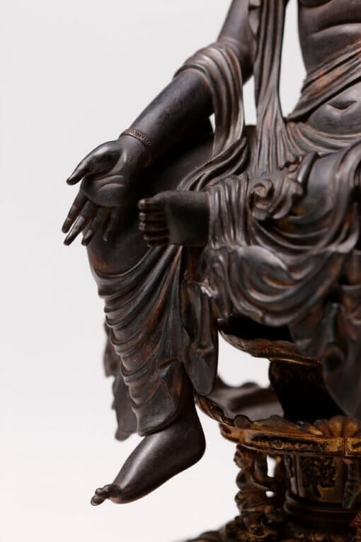 Buddha Statue for sale, Nyoirin Kannon Cintāmaṇicakra, details of right hand and legs