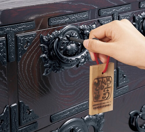 Japanese Iwayado Clothing Chest, locking system with key of a product example drawer