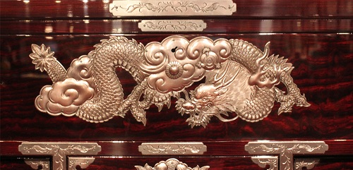 Japanese Iwayado Clothing Chest, detailed metal decor plate of the most gorgeous product example