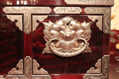 Japanese Iwayado Clothing Chest, decoration details of product example
