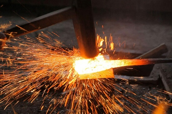 Forging Tamahagane steel for making a Japanese sword