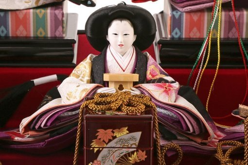 Hina dolls, a Japanese doll, gorgeous 5 dolls set Shiori, entire view of one of the three court ladies (B)