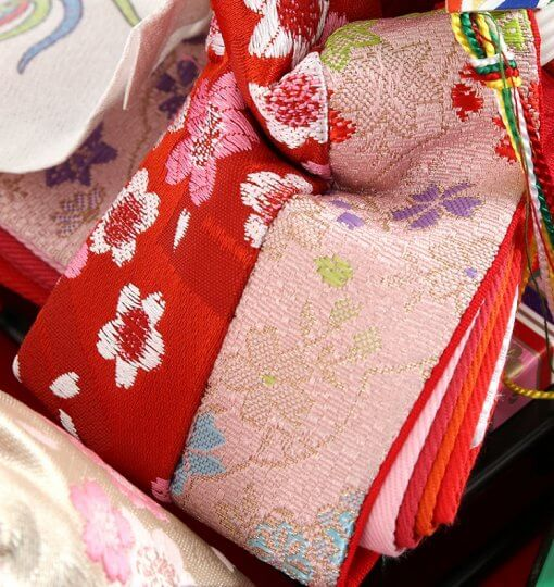 Hina dolls, a Japanese doll, compact size pair dolls set Miyuki (Red), details of Kimono cloth of the empress doll