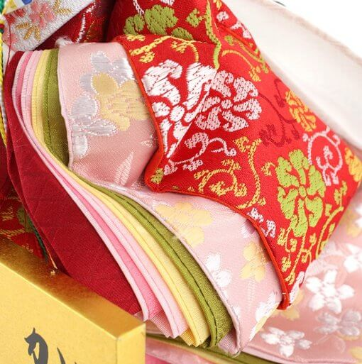 Hina dolls, a Japanese doll, stand-up pair doll set Hatsuki, details of the Kimono of the empress doll