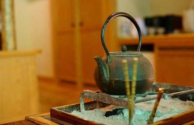 Nambu Ironware, Japanese traditional crafts, using kettle in a traditional oven