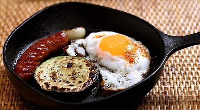 Nambu Ironware, Japanese traditional crafts, cooking sunny side up with a pan