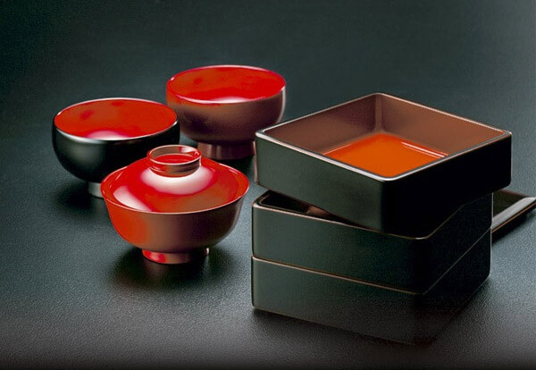 Kawatsura Lacquerware, a Japanese traditional craft, bento boxes and soup bowls