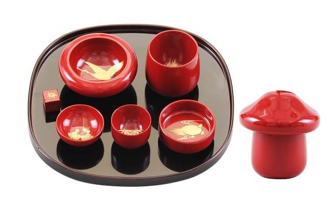 Kawatsura Lacquerware, a Japanese traditional craft, beautiful set of tableware