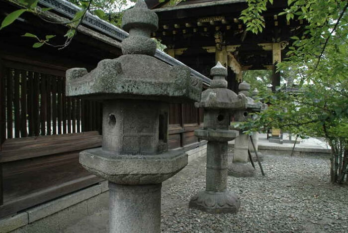 Traditional Makabe Stone Lanterns of Japan, lanterns in a temple