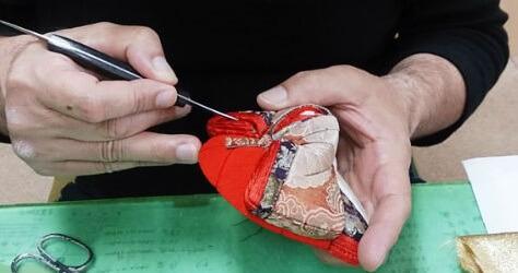 Edo-kimekomi Japanese Doll, traditional crafts, making step 2 - putting on cloths