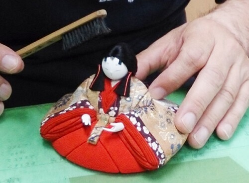 Edo-kimekomi Japanese Doll, traditional crafts, making step 4 - put hair and comb to complete