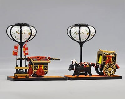 Suruga Hina Doll Accessories, a traditional Japanese craft, a craft example old cars and lanterns
