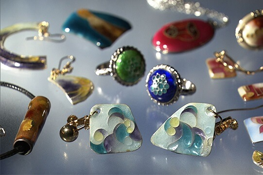 Owari Shippo 'Seven Treasures' Cloisonné Metalwork, a Japanese traditional craft, accessory products