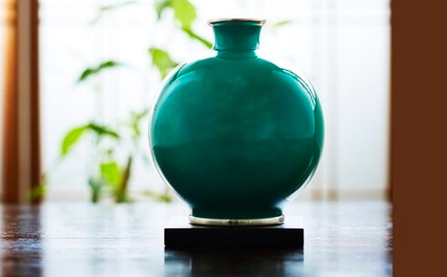 Owari Shippo 'Seven Treasures' Cloisonné Metalwork, a Japanese traditional craft, simple flower vase as an interior object