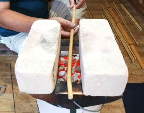 Edo bamboo fishing rod, a traditional craft of Japanese rod, a making process, burning bamboo material to make it straight