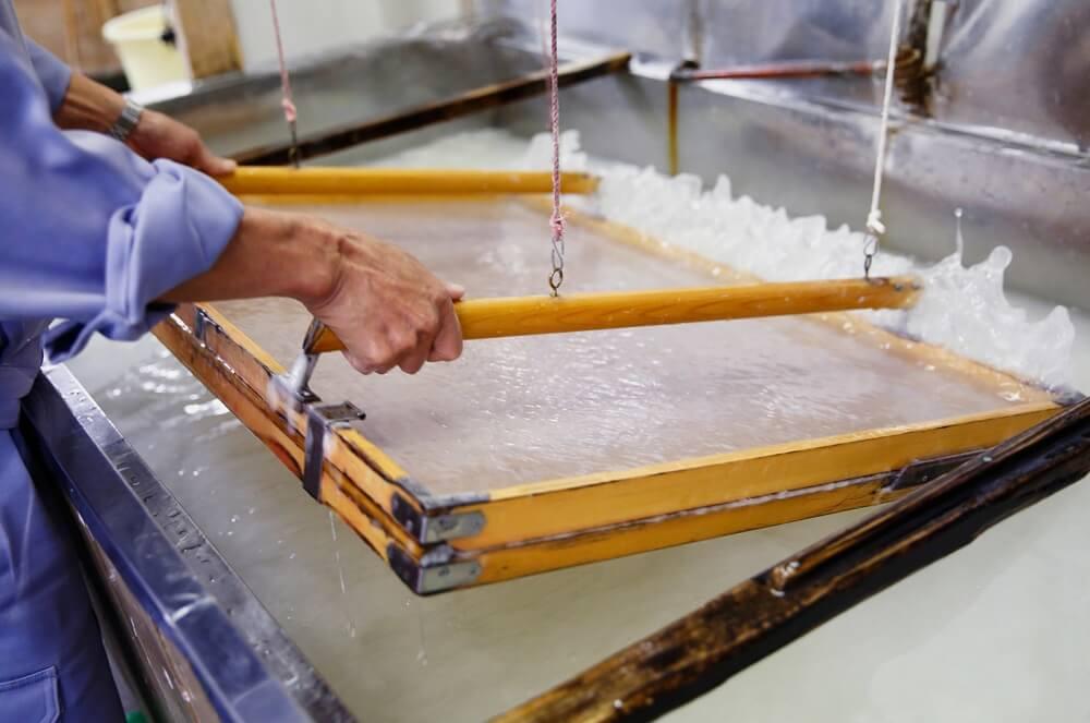 "Etchu washi Japanese paper, a Japanese crafts, making process ""Suki"" of Washi"