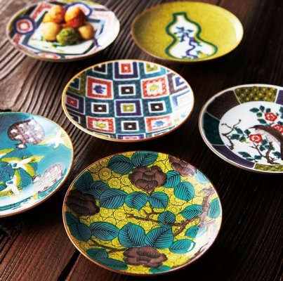Kutani-Yaki Pottery and Porcelain, a famous Japanese crafts, dishes