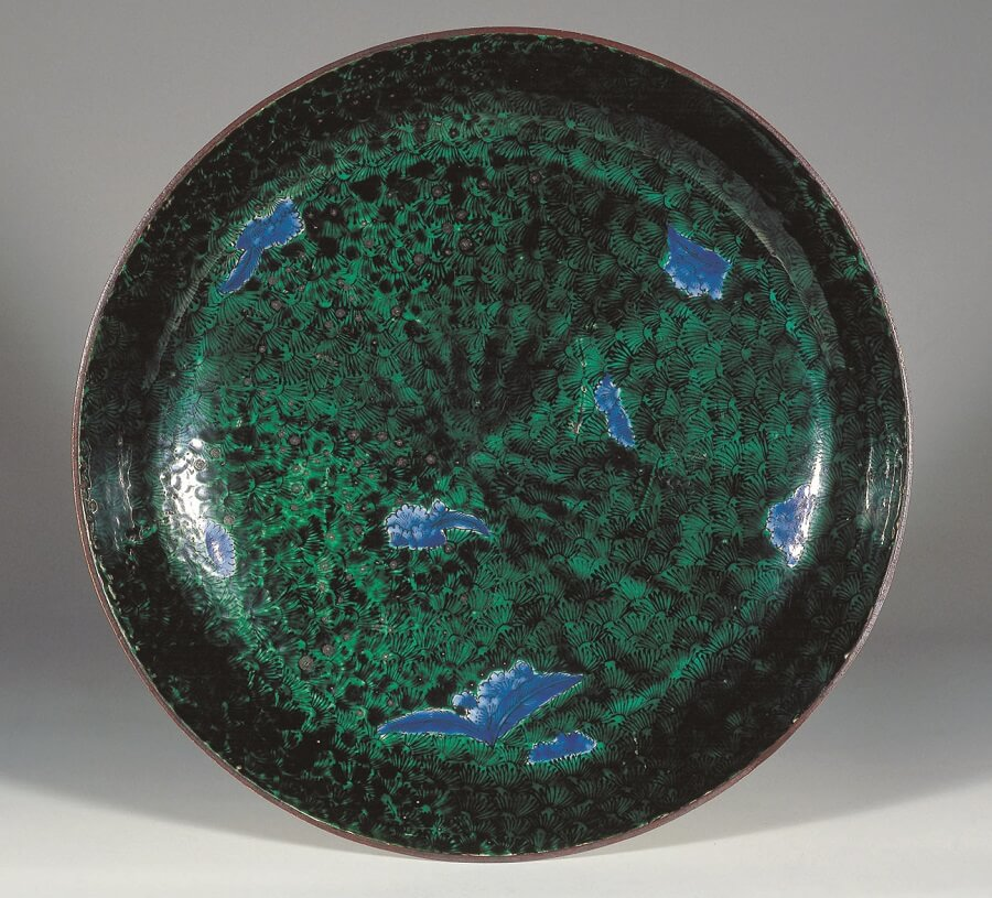 Kutani-Yaki Pottery and Porcelain, a famous Japanese crafts, antique Kutani as a Japanese art