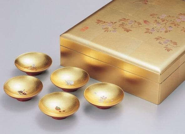 Kanazawa gold leafe, a Japanese traditional craftsmanship, golden box with Sake cups
