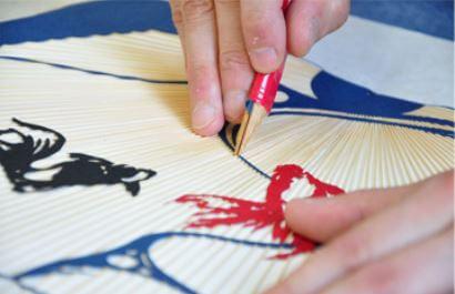 Kyoto Uchiwa Fans, a Japanese craft, making process of painting