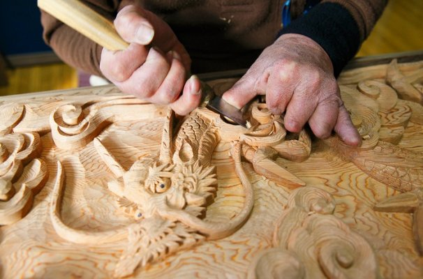 Osaka Ranma: Wood Carved Openwork Panel, making process of wood carving