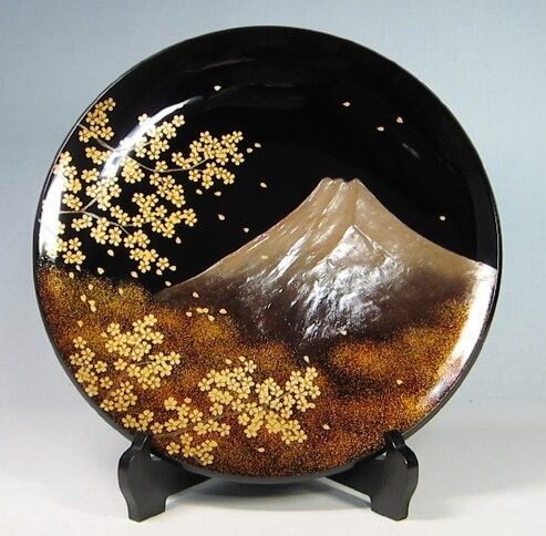 Japanese arts and crafts: artistic plates