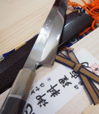 Japanese authentic knife Honyaki, an pricy product
