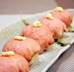 Easy recipe for Temari Sushi, serving meat Sushi on a dish