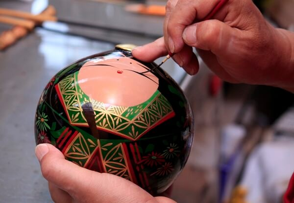 Ohuchi lacuqerware, a traditional Japanese craft, making process of painting