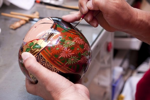 Ohuchi lacuqerware, a traditional Japanese craft, making process of drawing autumn flower pattern