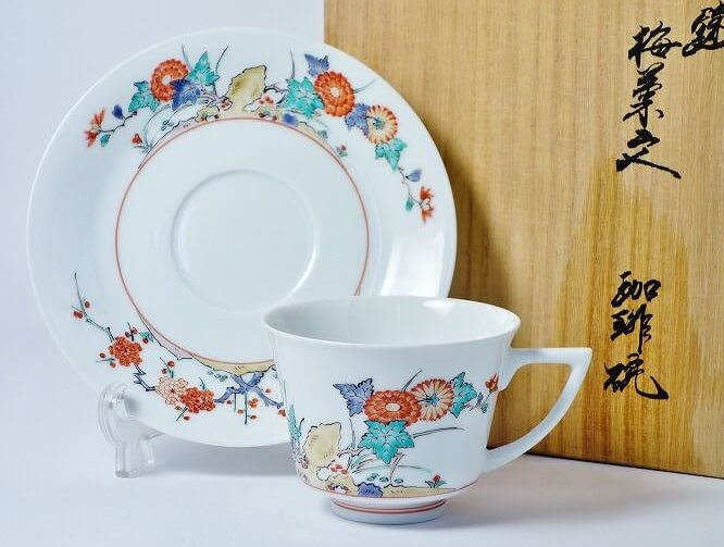 Arita Imari porcelain, a traditional Japanese craft, Kakiemon style plate