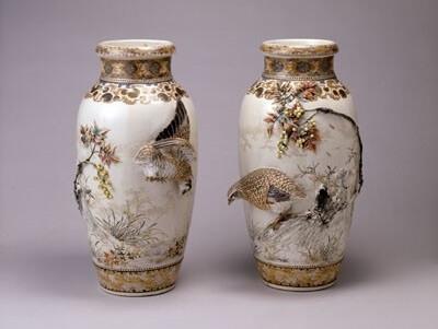 Japanese greatest pottery art, Miyagawa Makuzu Kozan, a pair of vases