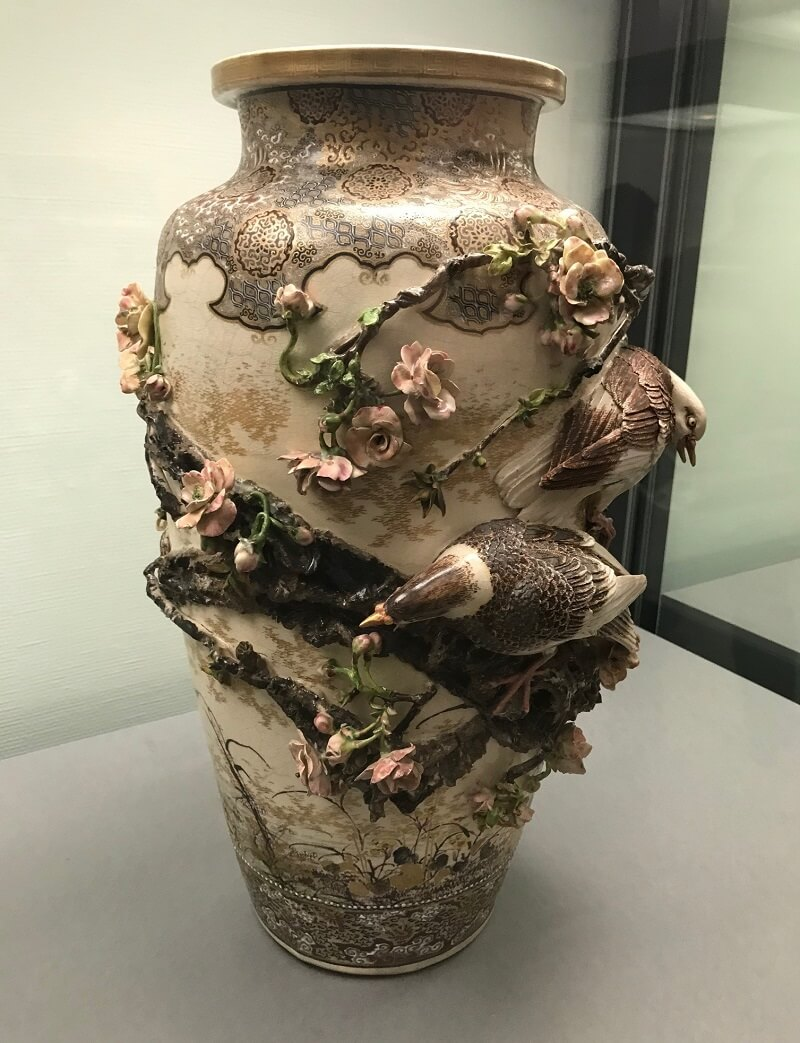 Japanese greatest pottery art, Miyagawa Makuzu Kozan, gorgeous decor vase