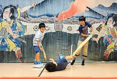 kids playing in front of Ukiyo-e picture