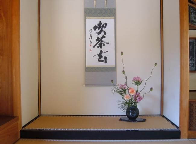 Japanese calligraphy art displayed in Tokono-ma room